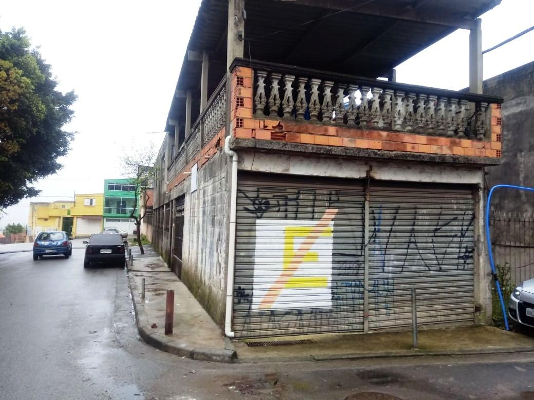 Vende-se casa/sobrado com 4 quartos/dormitórios, salas de jantar e estar, cozinha, 2 banheiros, lavanderia, varanda, garagem e salão comercial. Região de São Mateus - Zona Leste - Parque das Flores - São Paulo - SP.
