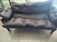 Sofa design em peroba 03 lugares