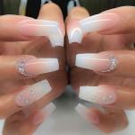 Descubra como muitas mulheres estão lucrando com as famosas unhas de fibras