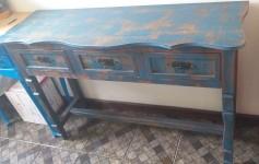 Aparador de madeira em pátina azul