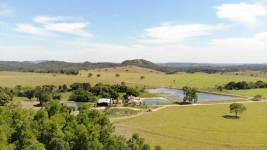 Linda Fazenda de alto padrão em Formoso-GO para Lavoura e pecuária com 982 hectares.